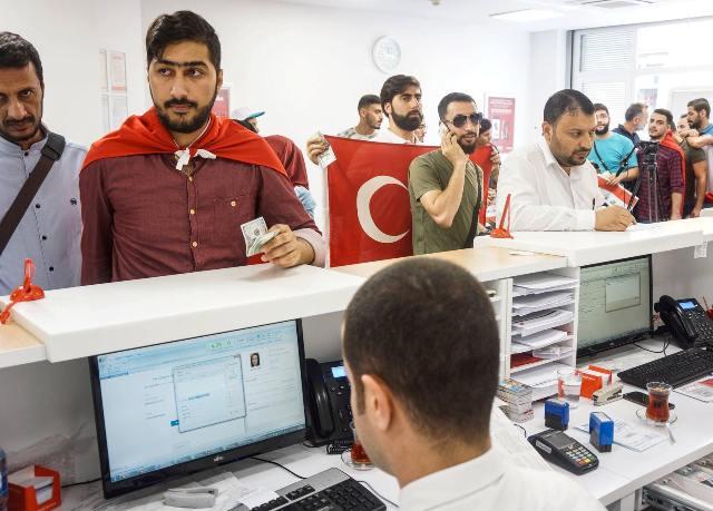 Iraqis support the Turkish lira 636699117731577679-39094921_1210892135726393_4372193526696378368_o