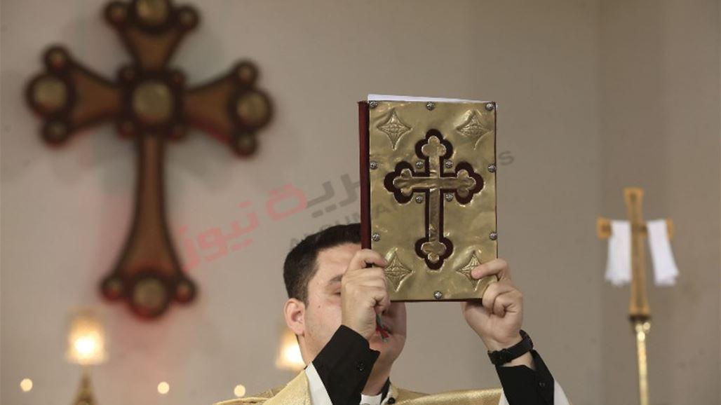 8966daf96 وحرص المشاركون في القداس على الظهور بأبهى صورة تعكس الذوق الرفيع والجمال  المسيحي الذي طالما كان حاضرا في تاريخ العراق منذ قرون طويلة.