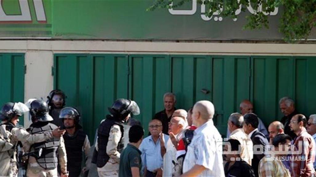 تظاهر عشرات المواطنين في بغداد لإلغاء رواتب التقاعد البرلمانيّة السبت 2013/10/5