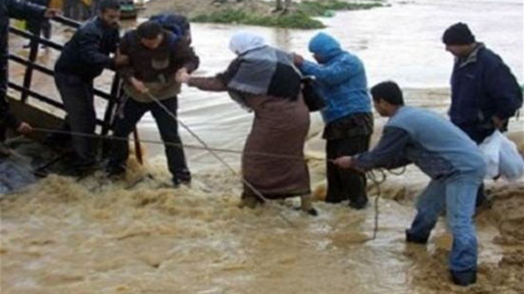 مظاهراتٌ إستغاثة وغضب في الناصرية بعد غرق مناطقهم بالأمطار وانهيار منازلهم
