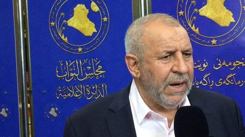 """نائب يدعو عبد المهدي إلى """"تجديد أو سحب الثقة"""" عن وزير الاتصالات"""