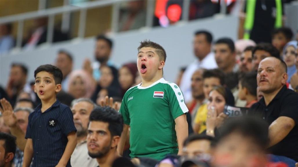 الطفل حسين يخطف الانظار في مباراة العراق واليمن