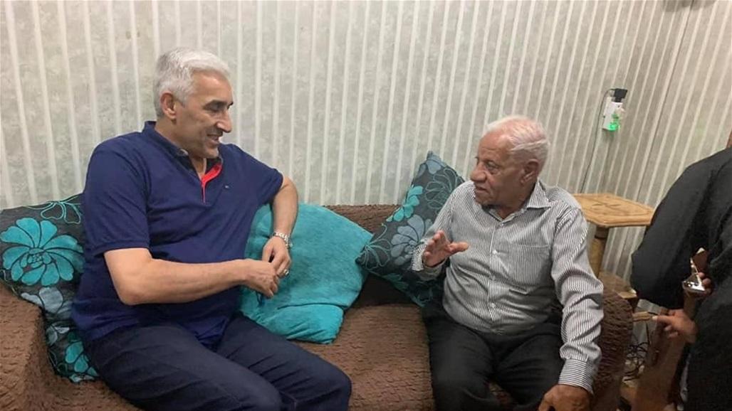 وزير الشباب يتكفل بعلاج نجم دفاع المنتخب الوطني السابق