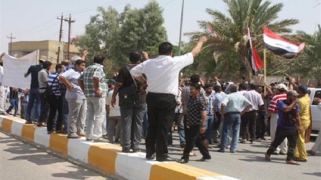 العشرات من خريجي معهد النفط يتظاهرون امام وزارة النفط ببغداد للمطالبة  بتعيينهم   محليات