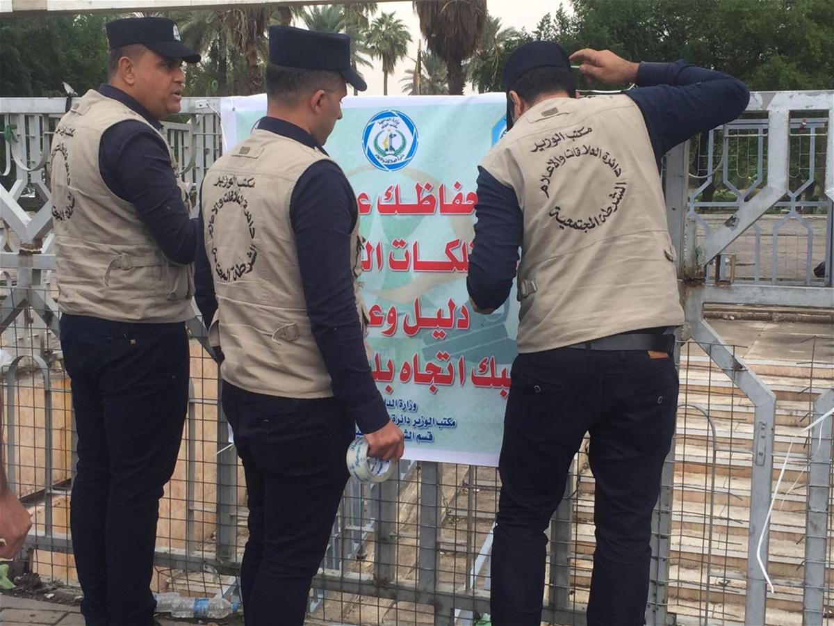 قبل 25/10 لماذا الشرطة المسؤولة عن ساحة التحرير بدون شوارب؟