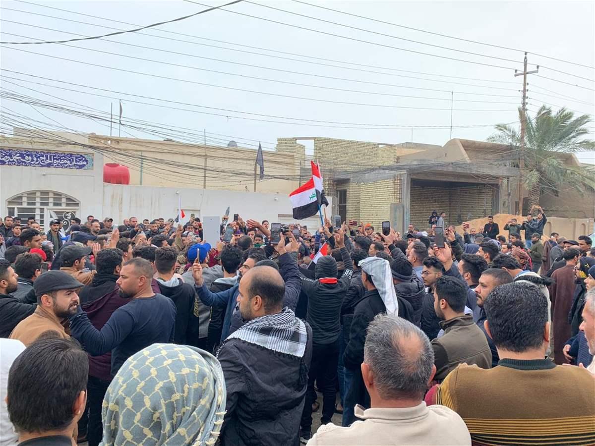 قصف بيت مقتدى الصدر في الحنانة بالنجف بطائرة مسيرة وهو في قم الايرانية ويدعو انصاره لحمايته
