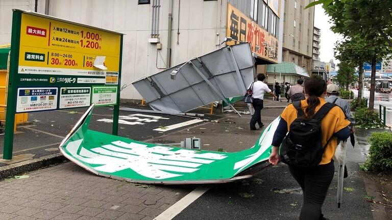 إعصار عنيف يضرب طوكيو ويتسبب باضطرابات