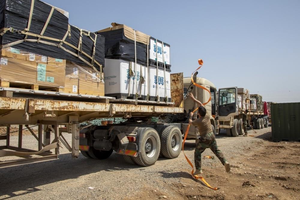 امريكا تهدي البيشمركة معدات على تريلة مزنجرة