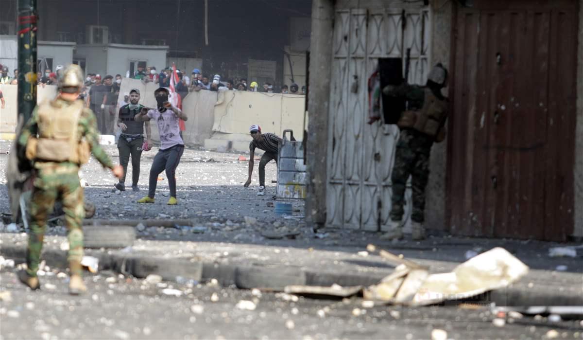 تجدد القتال الان في ساحة الخلاني واحراق مبنى التأمين الوطنية وعبد المهدي يوزع هذه الصور